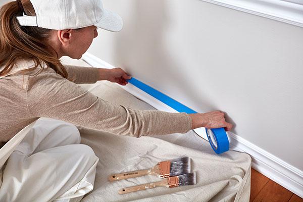 Våra skickliga målare förbereder för ommålning av lägenhet i Vallentuna