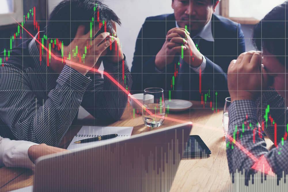 man orolig för ekonomi