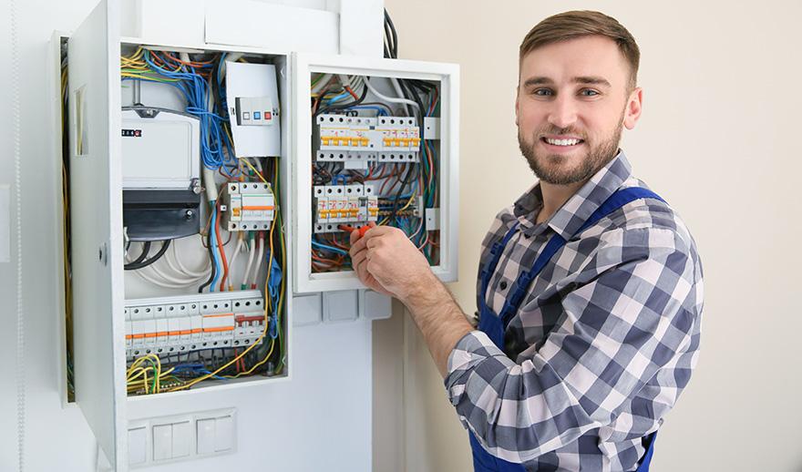 Vi är elektriker som installerar laddbox i Örebro.