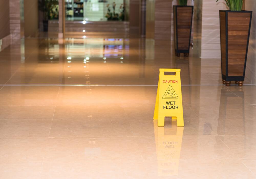 rengöra stor golvyta