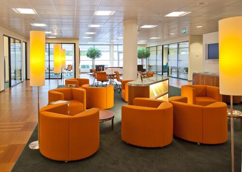 orangea kontorsmöbler