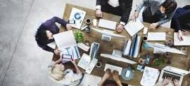 kontorsarbete sett ovanifrån