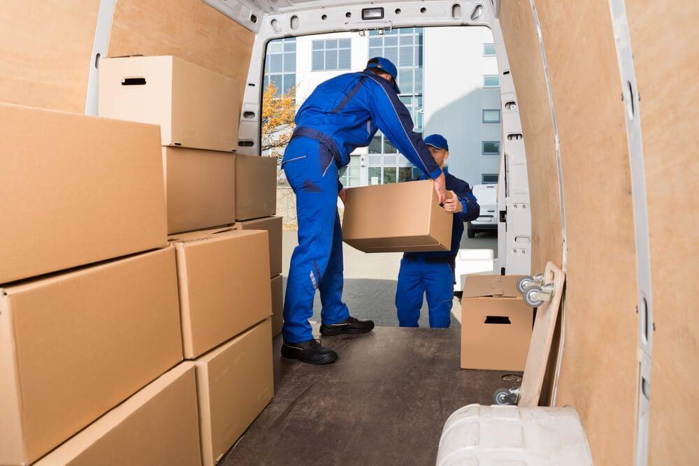flyttfirma flyttar kartonger