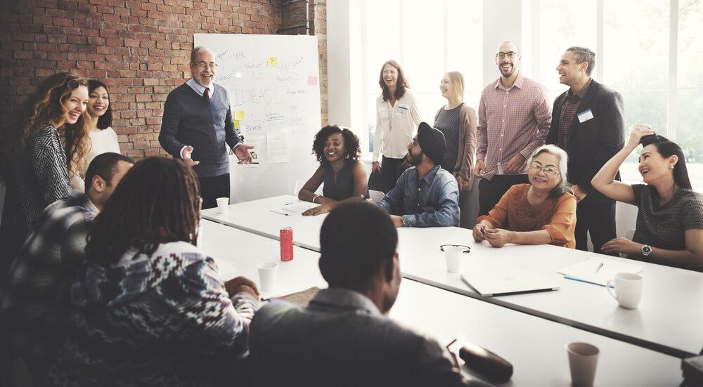 glada medarbetare på möte