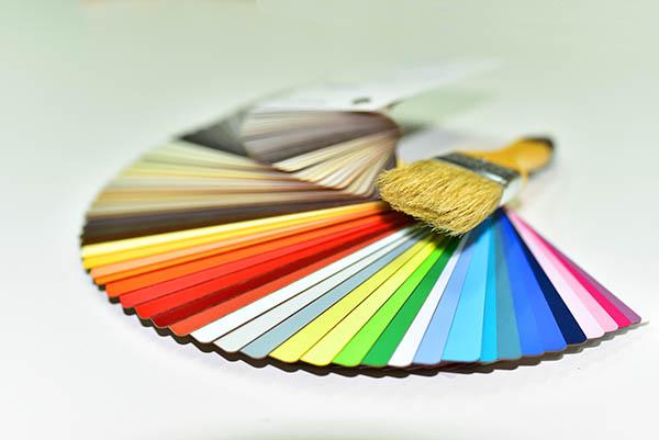 färgprover och pensel målare nacka