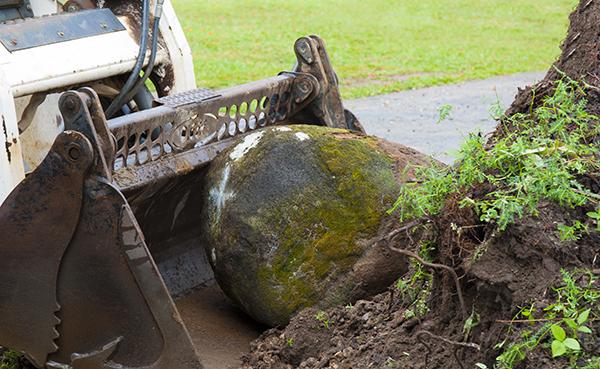 sten flyttas under markarbeten i stockholm