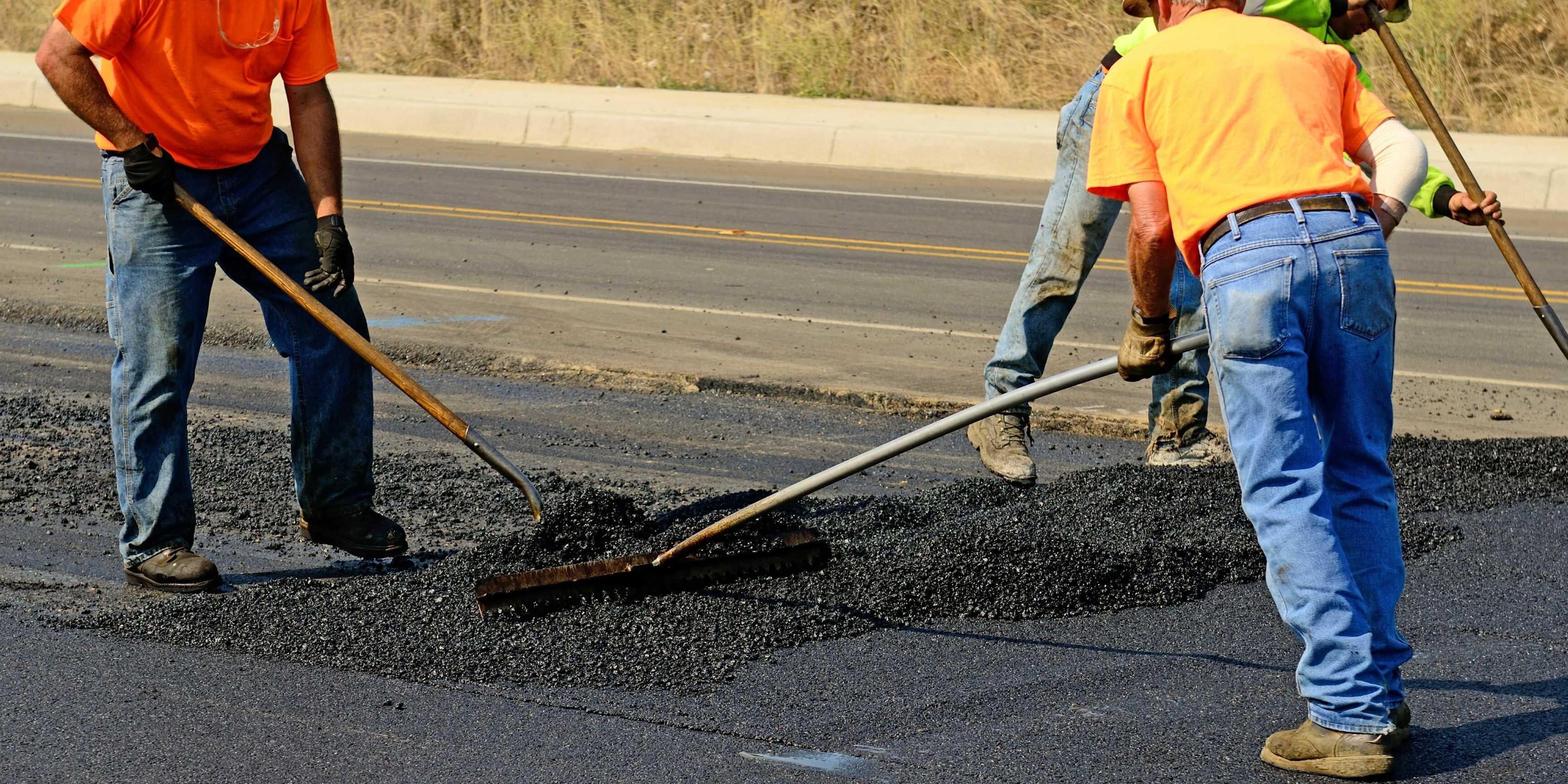 Vi lägger asfalt när vi arbetar med markarbete i Stockholm.