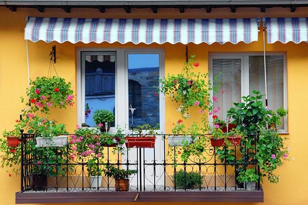 mysig balkong med markis