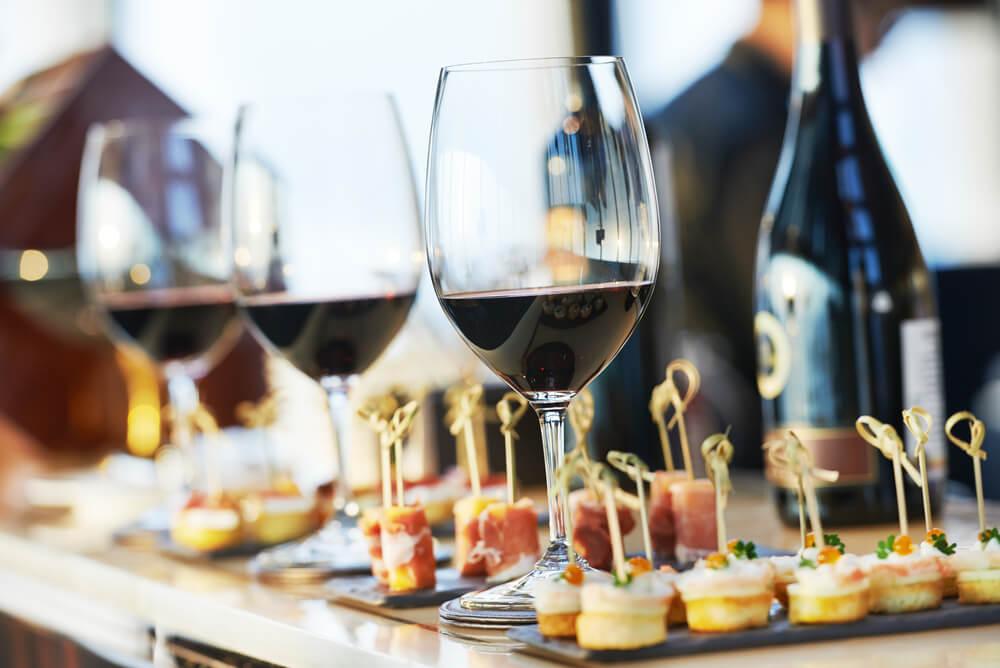 snittar och rödvin