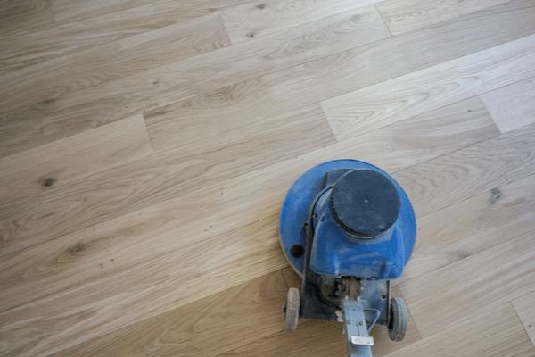Slipa trägolv med slipmaskin