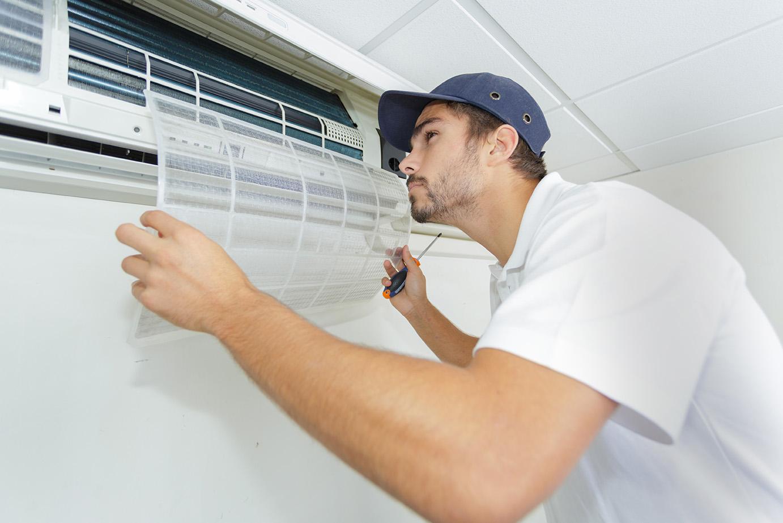 Vi utför OVK-besiktning av alla slags ventilationsanläggningar, som här en varmluftsfläkt.