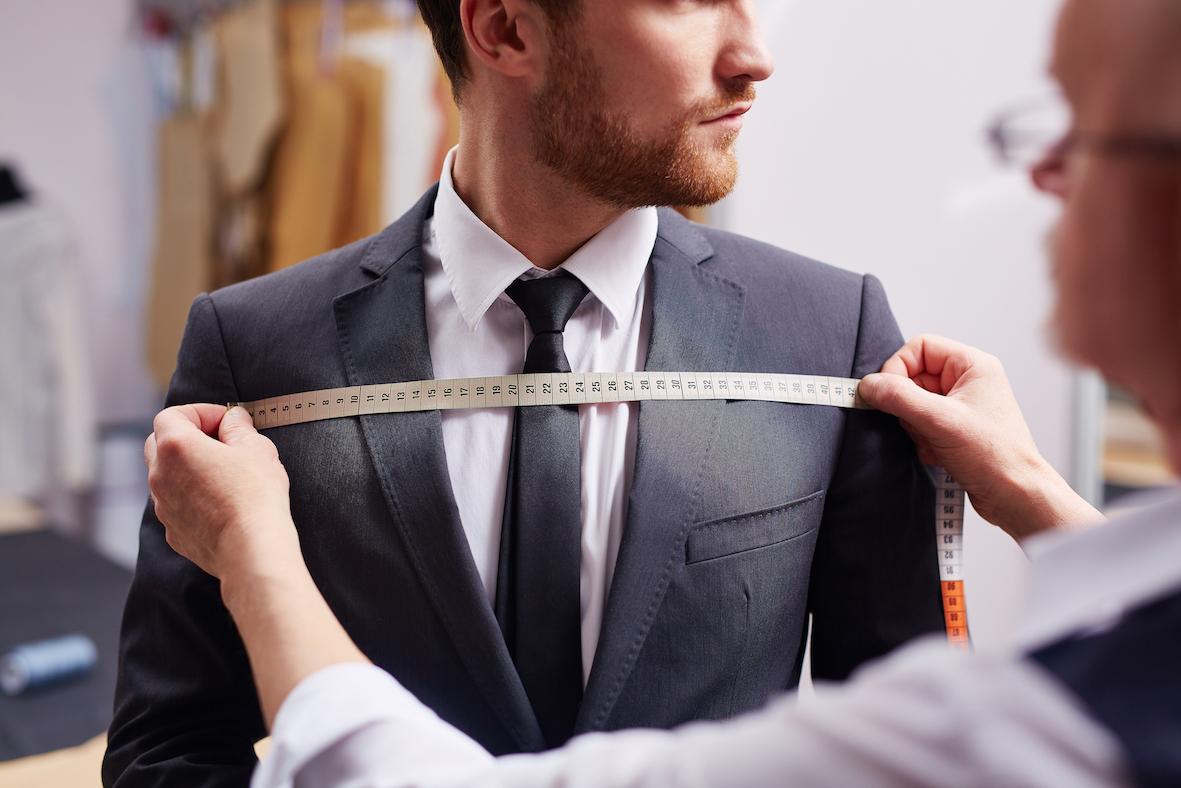 Har du någon gång haft på dig en kostym som inte riktigt passar  Den som  inte är van vid att gå i kostym bebaea27b9201