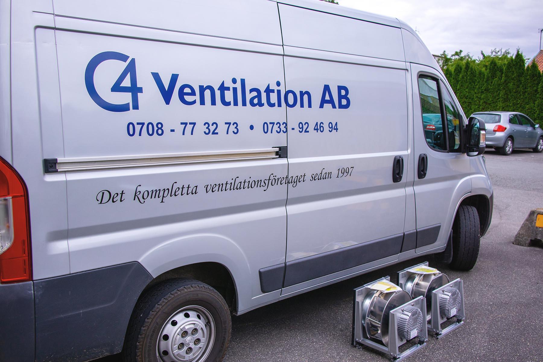 vår bil när vi gör radonmätning i Skåne