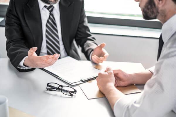 advokat berättar och förklarar