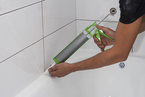 tätning av fog vid badkar