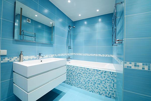 badrum i blått