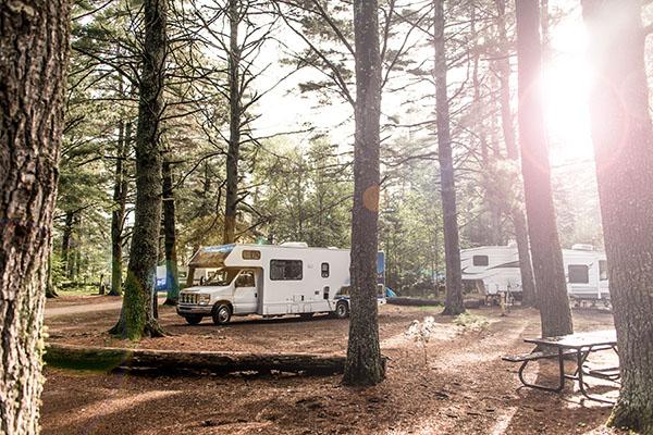 husbil på campingplats