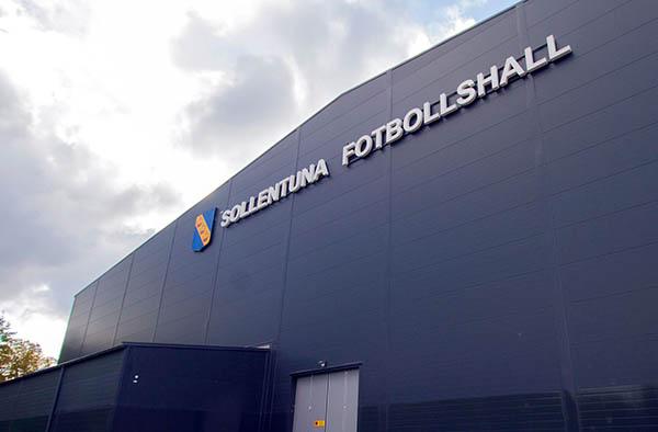 skyltar stockholm sollentuna fotbollshall