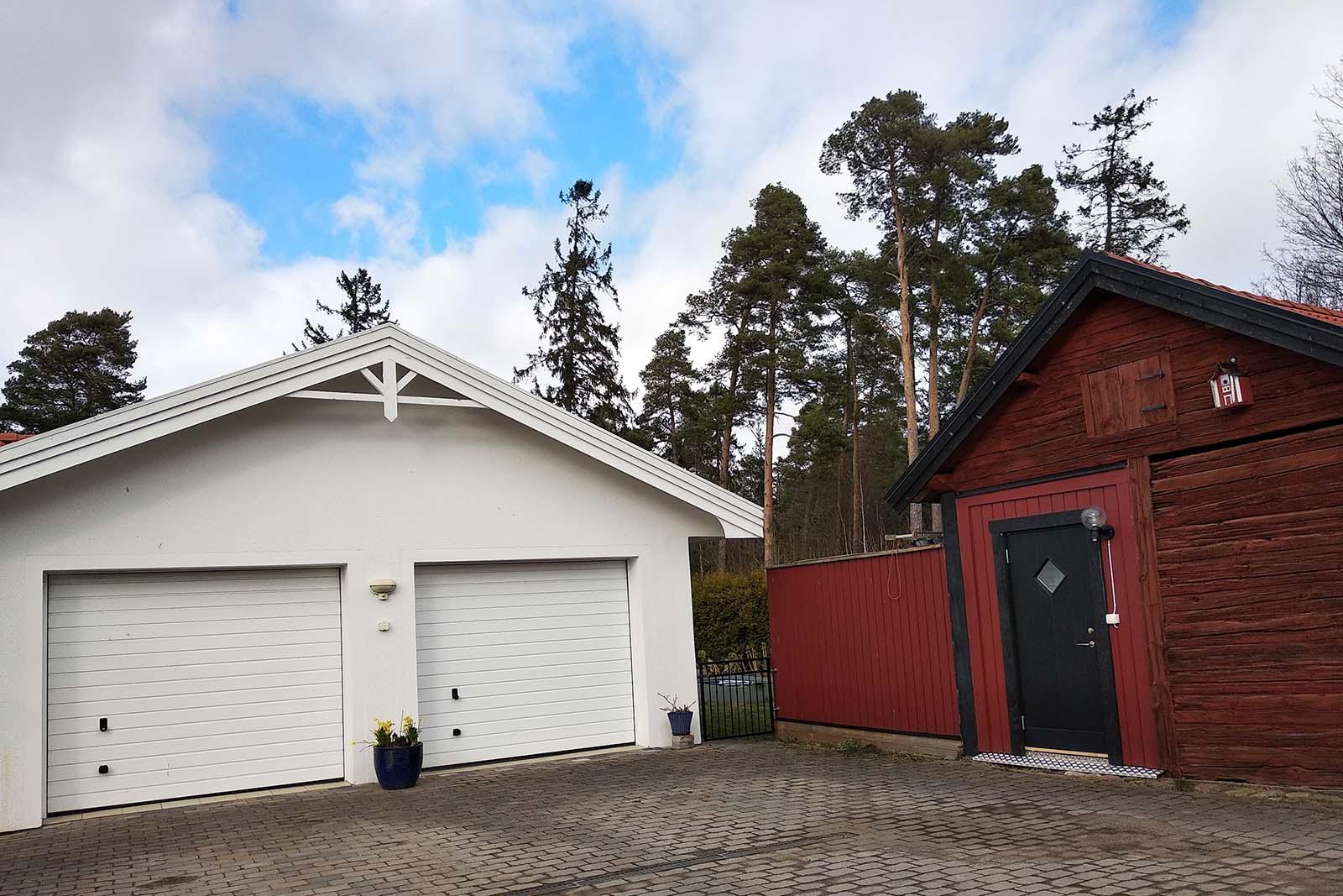 Våra snickare i Stockholm kan bygga olika typer av tillbyggnader, däribland garage. Kontakta oss för våra snickare i Stockholm.