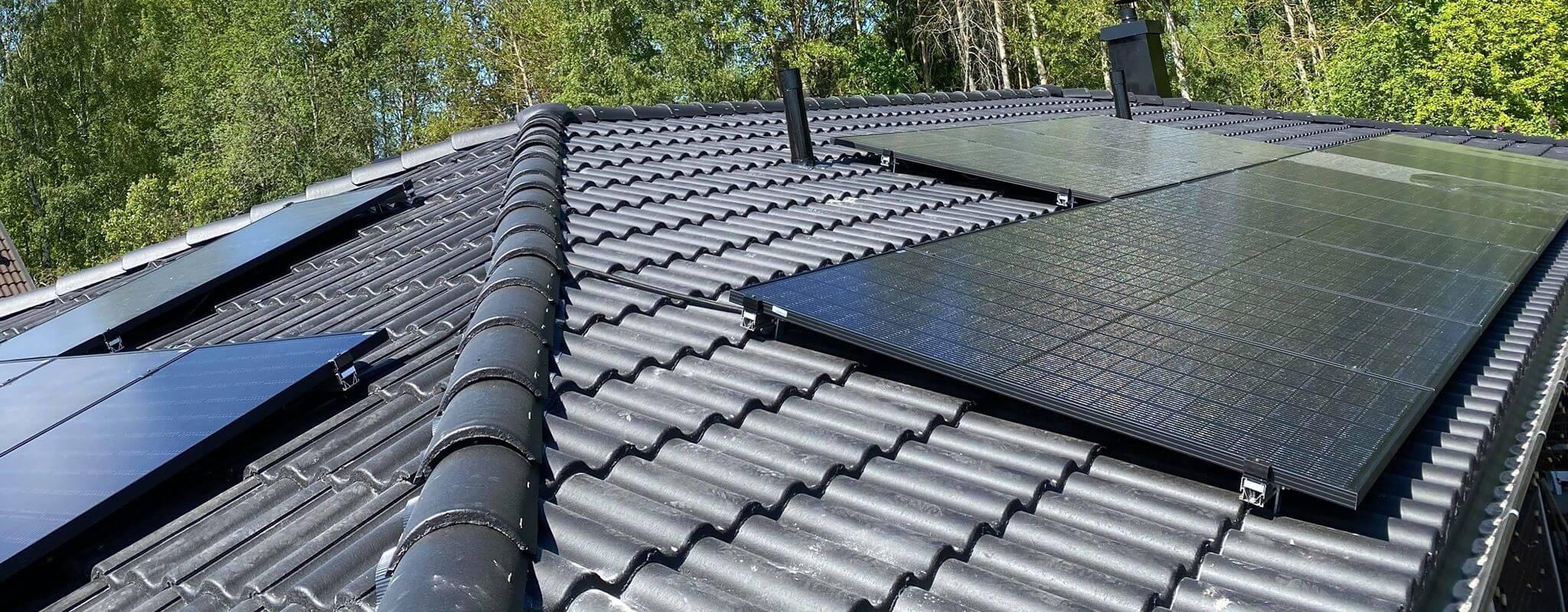 Vi lägger solceller på tak i Dalarna