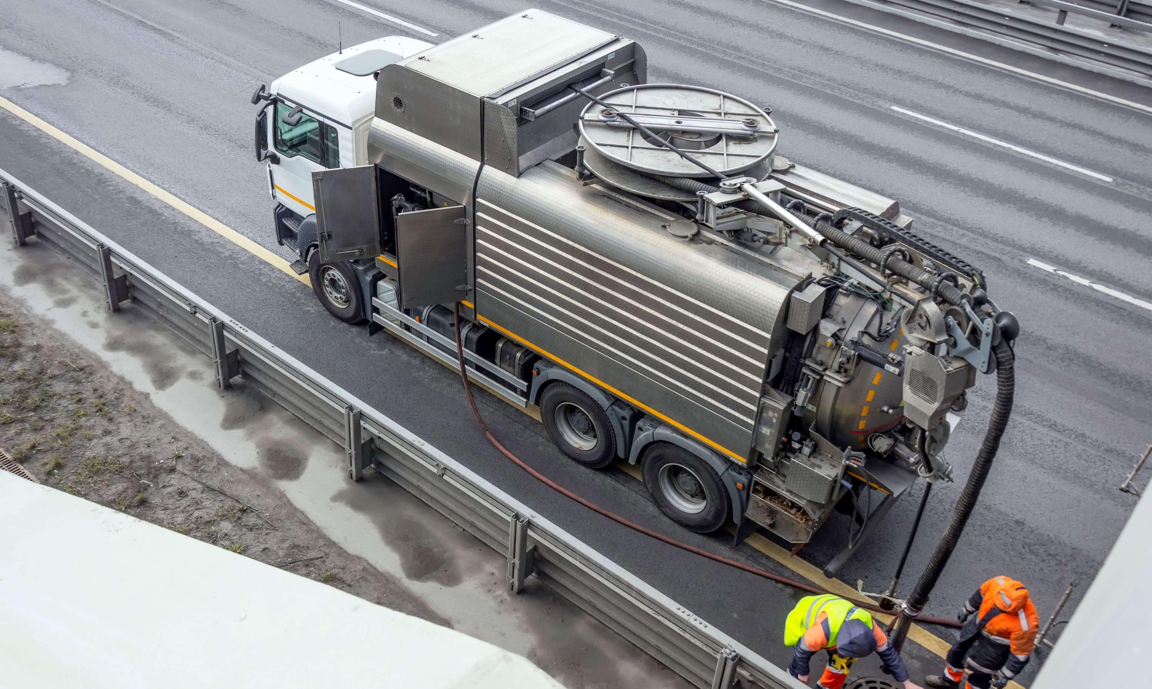 Vår spolbil i Stockholm används vid stopp i avlopp