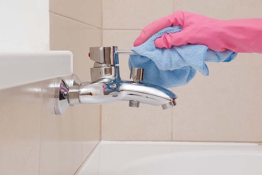 rengöra badrum