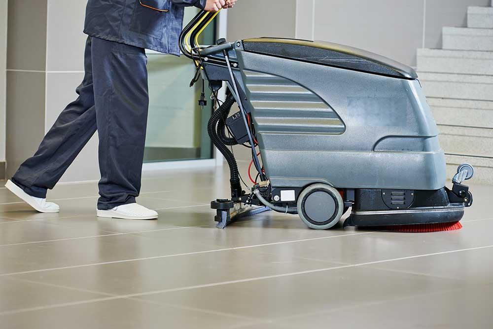 städa golv med maskin