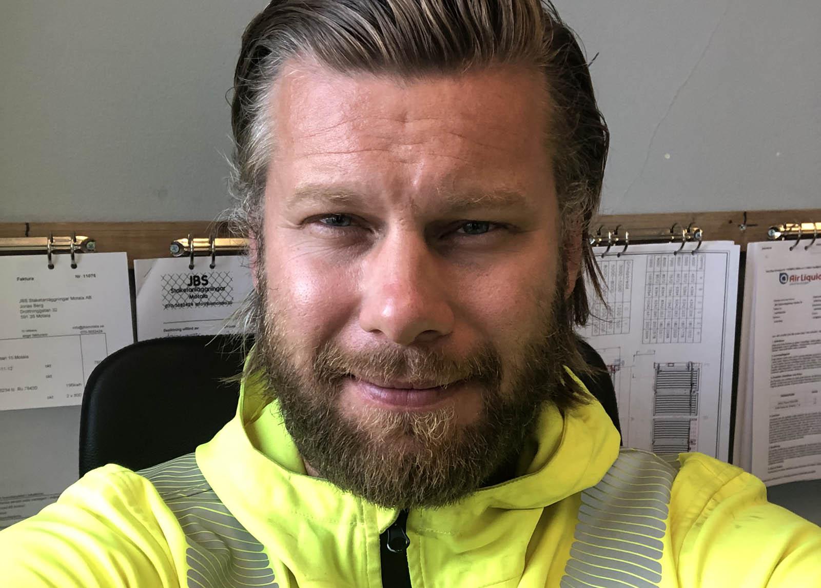 Jonas Berg, grundare av JBS Staketanläggningar Motala AB.