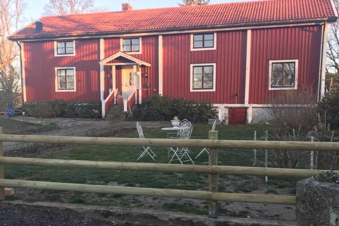 Vi har olika typer av stängsel i Kalmar, bland annat villastängsel.