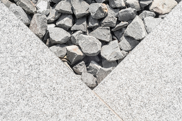 stenläggning med olika material