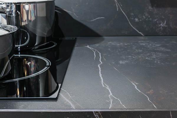 vask med svart kompositskiva