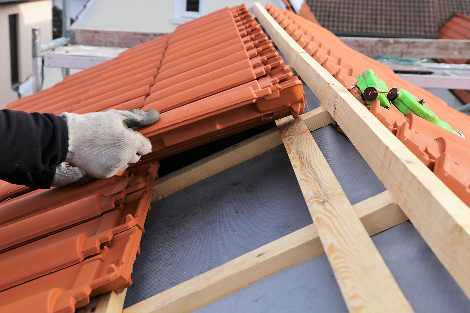 Kontakta oss för takläggare i Haninge. Vi har takläggare i Haninge för alla slags takarbeten.