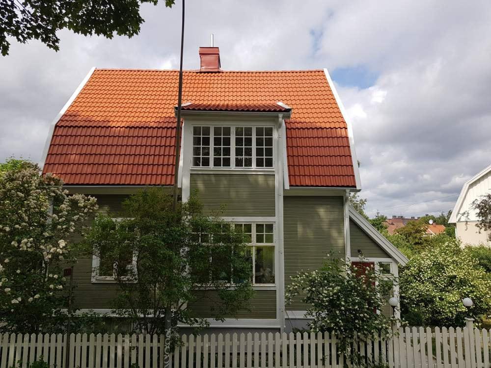 Vi är era takläggare i Haninge. Anlita oss - våra takläggare i Haninge fixar ert tak.