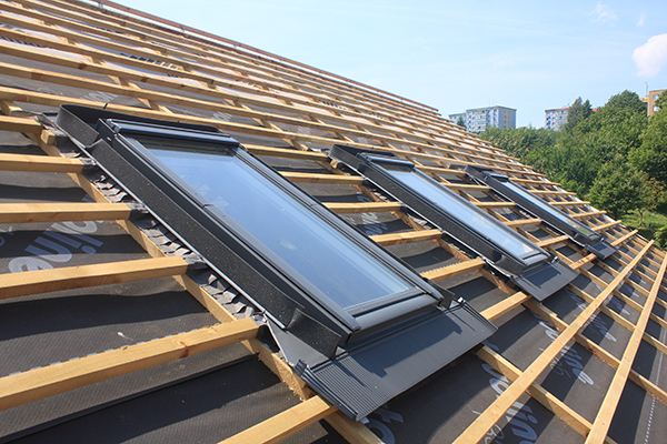 takläggning med takfönster