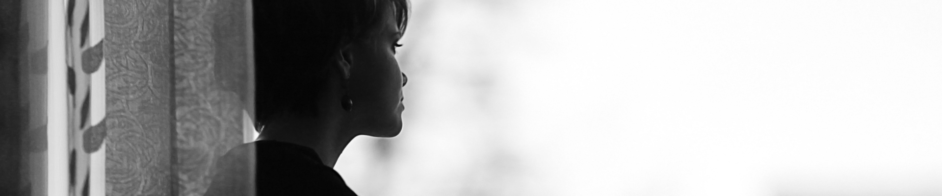 Valdtakt chockade kvinna svart